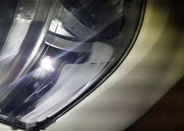 大灯有水痕,正常吗,怎么解决?