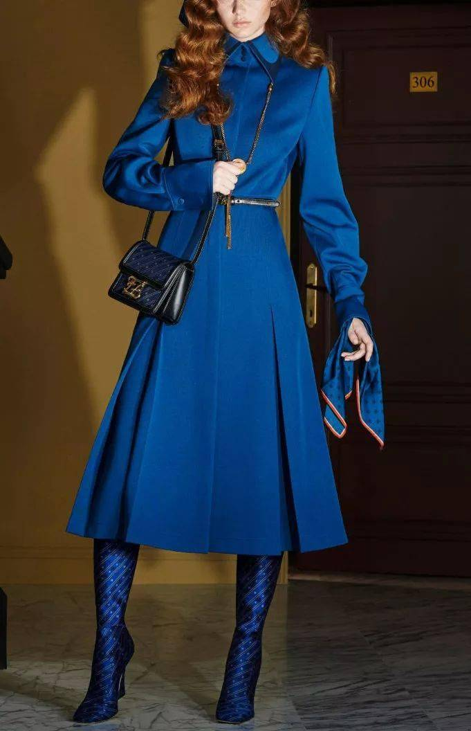 2020冬季大衣穿蓝色,这样配超赞!