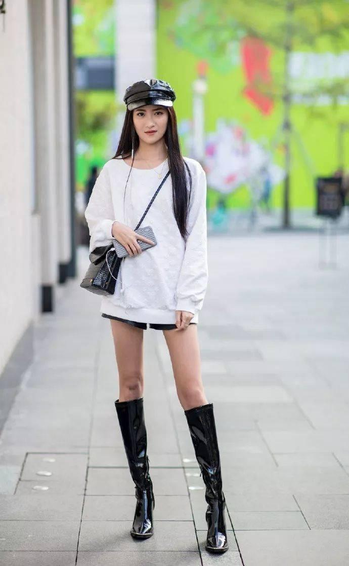 女性连衣裙搭配高跟鞋,优雅时尚又气质