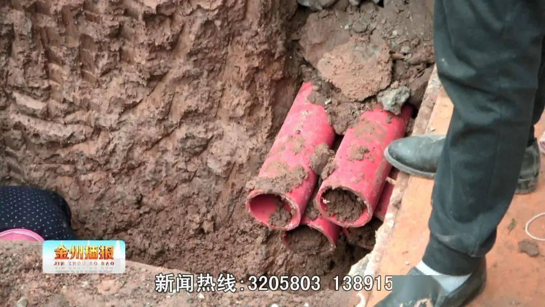 今早,江北铁路商业街天然气管道因施工被挖断!