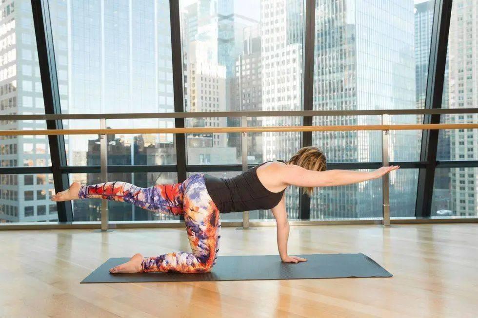 试试这套流瑜伽序列,甩掉多余赘肉,练完酣畅淋漓!_向前