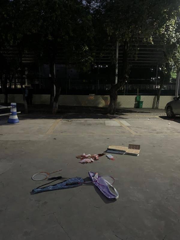 学生被断裂球拍砸中身亡 同学:超市曾用透明胶带粘上