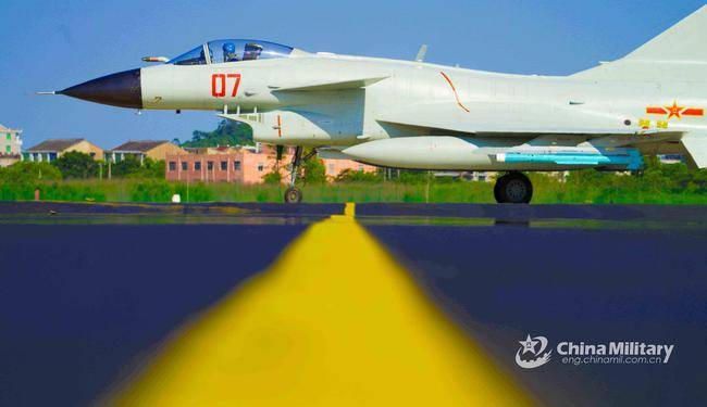 老款歼-10解锁新技能!由特种兵激光指引制导炸弹攻击     第8张