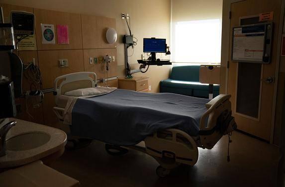 美国加州疫情持续恶化 过去两周重症监护病房人数激增55%|