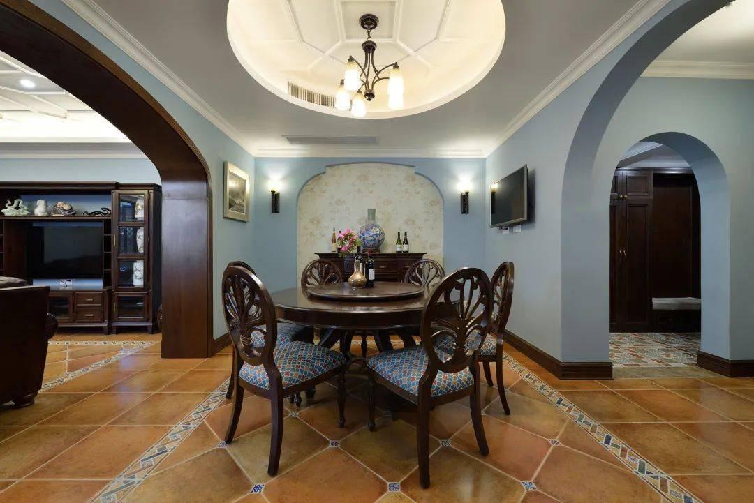 复古美式风别墅装修,客厅天花吊顶简单