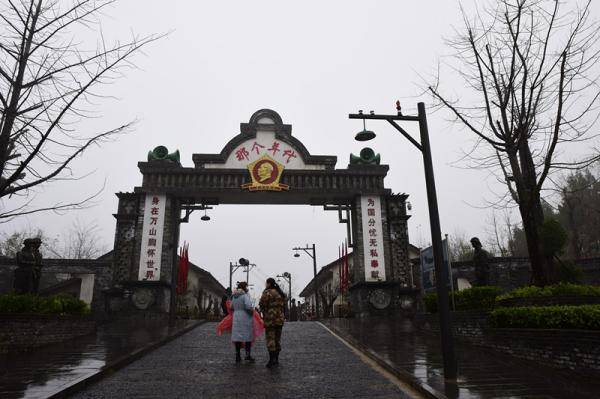 """【决胜2020】""""废都""""重生 贵州万山朱砂古镇探索""""旅游+""""扶贫模式"""