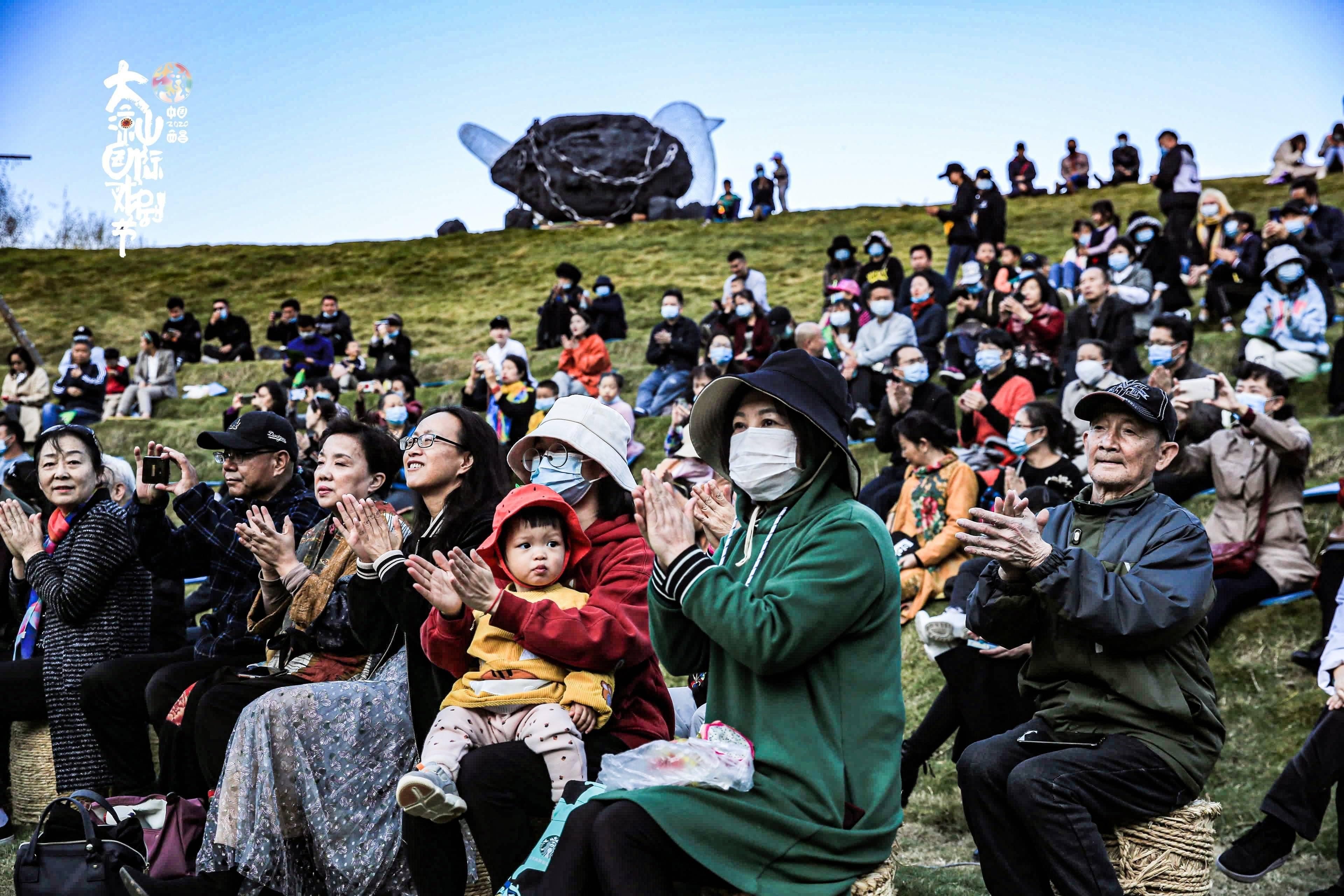 """一个戏剧节让大凉山的标签不再是""""贫穷"""""""