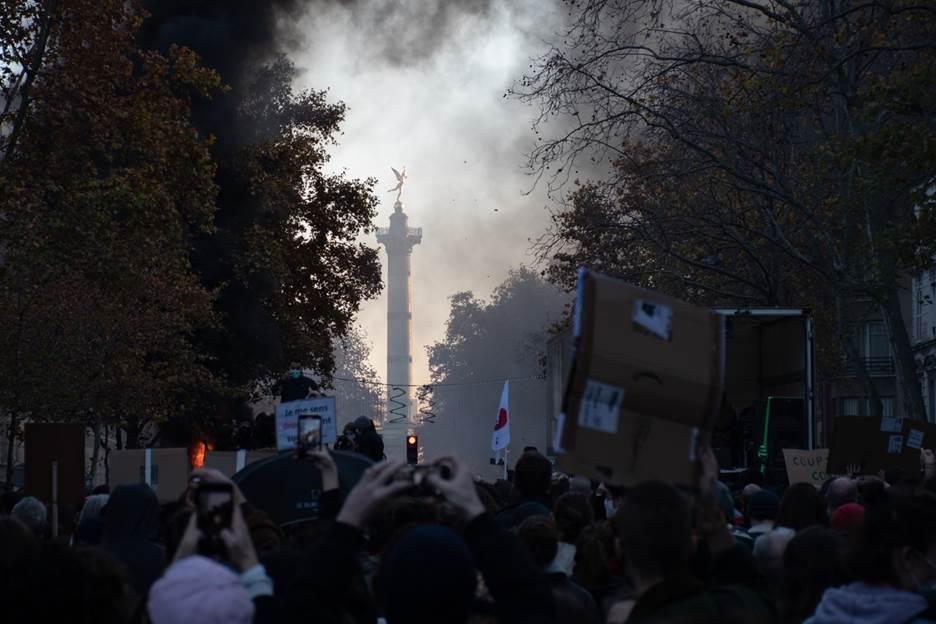 我在巴黎丨《整体安全法草案》频遭抗议,周末的巴黎难言平静