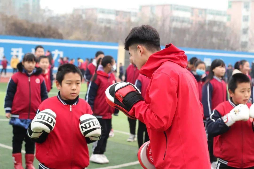 拳击进校园 让学生大
