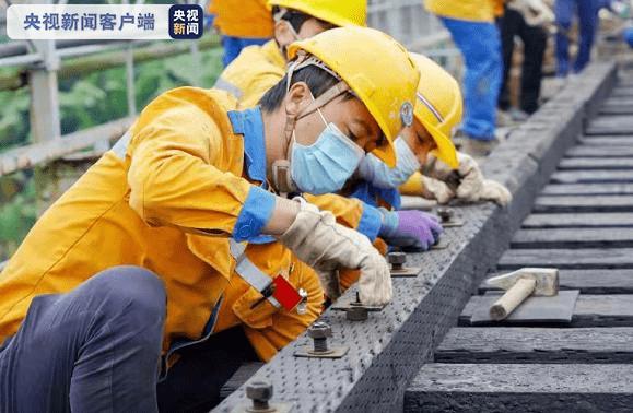 云南铁路部门检修百年中越铁路大桥 保障国际货物运输