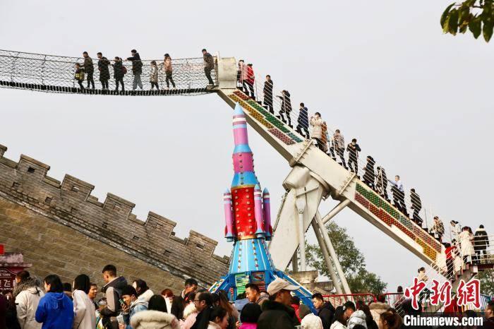 元旦节假 重庆市内景点人气旺