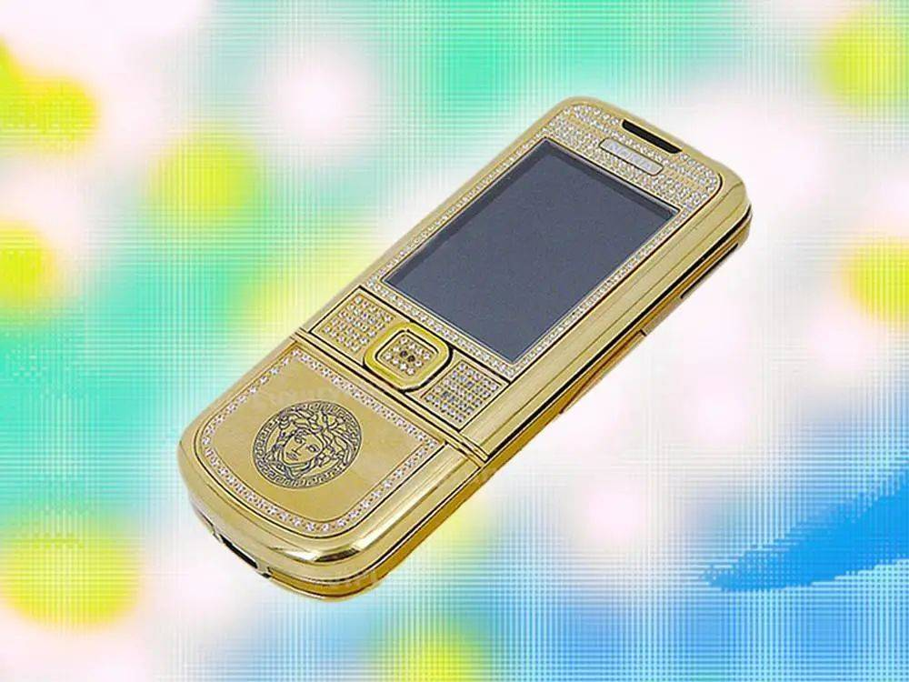 LV、Dior、PRADA,在争相推出AirPods保护套之前,这些时尚高奢大牌还做过手机