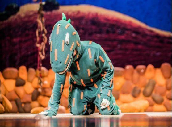 大型恐龙主题实景童话剧《你看起来好像很好吃》绘本上的故事来看吧!  第4张