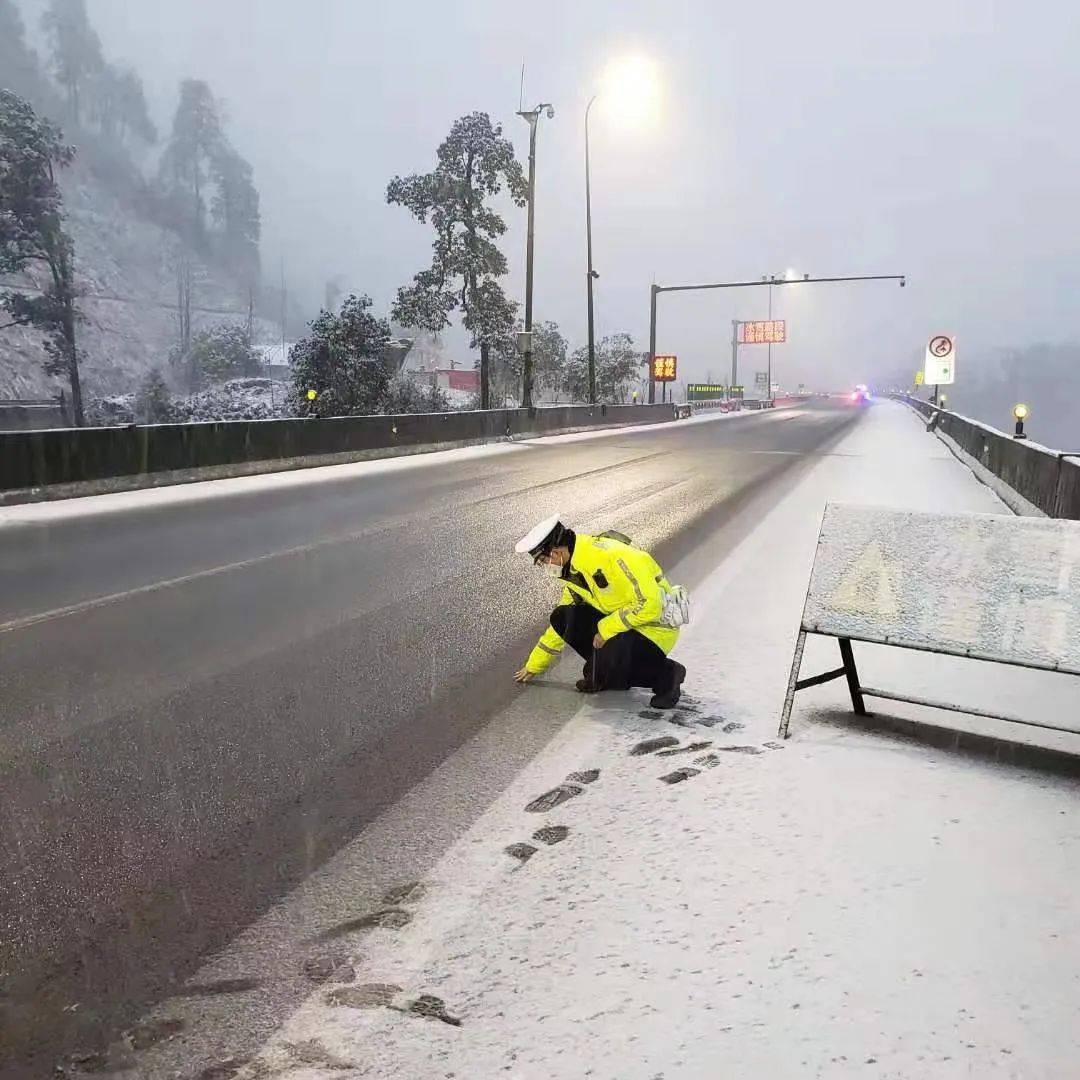 紧急提醒!雪下大了!雅西高速多条路段正在管控