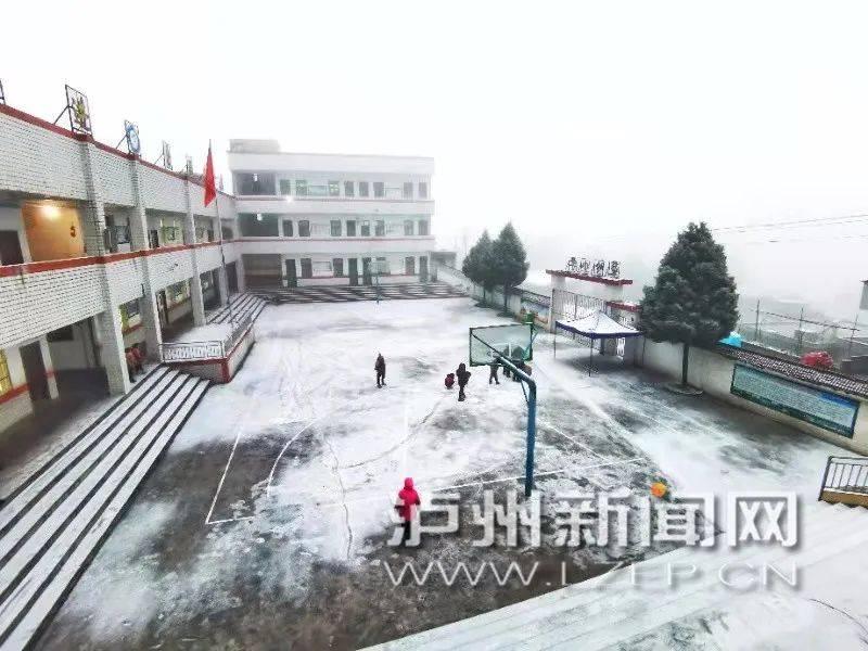 """入冬最冷一天!泸州好多地方都下雪了!""""雪地气氛组""""周末约起来……"""