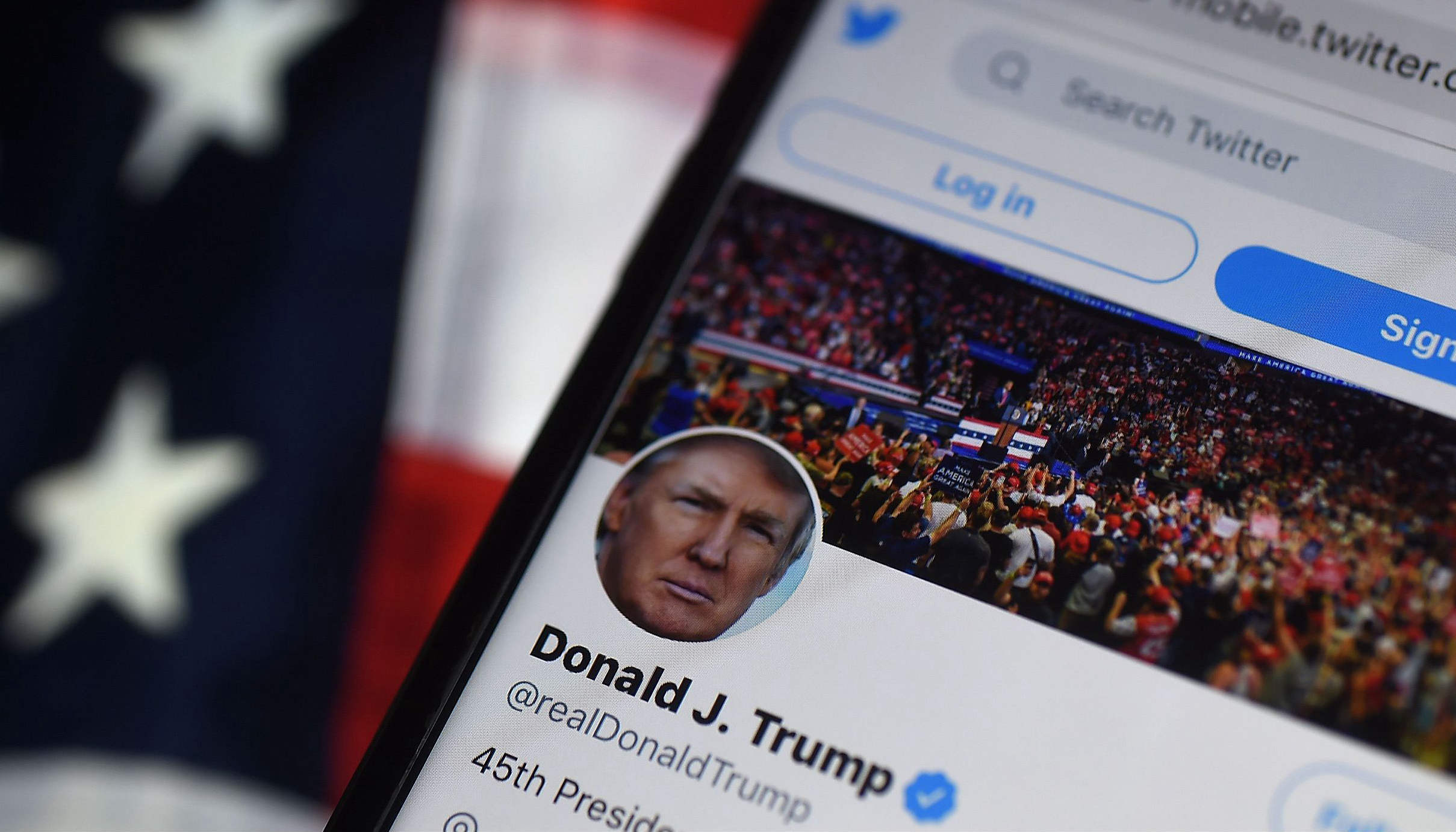 """永久封禁还不够,推特""""追杀""""特朗普关联账号"""