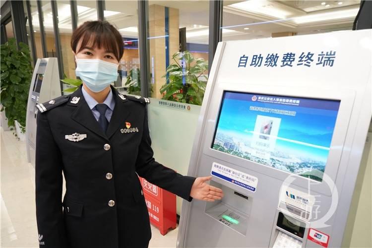 """110警察节⑦丨免费照相、自助办证、融合支付……""""智能""""助力出入境服务"""
