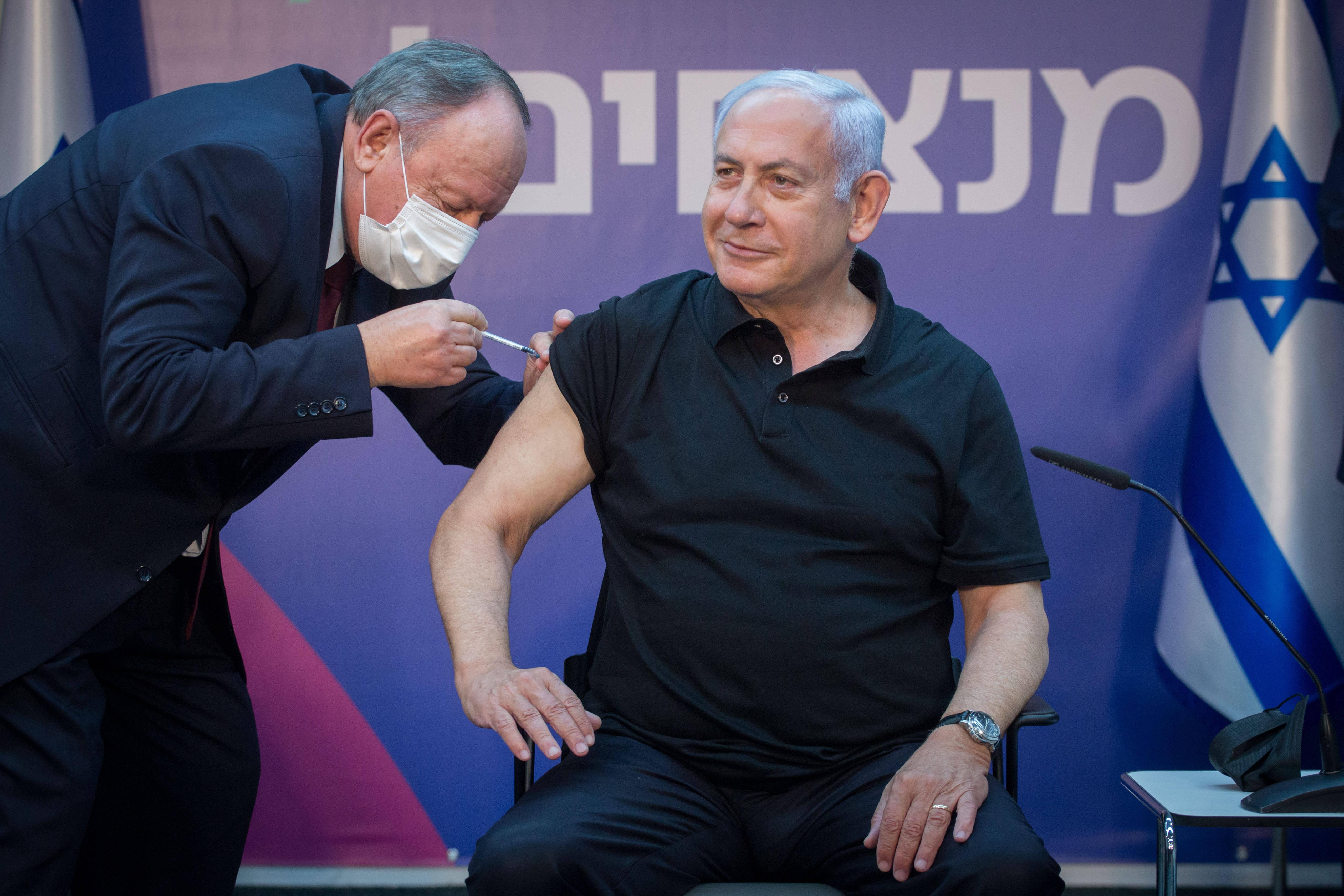 以色列总理内塔尼亚胡接种第二剂新冠疫苗