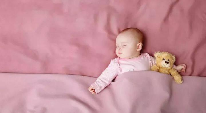 孩子这样睡觉更聪明!附上0-18岁的睡眠时间表