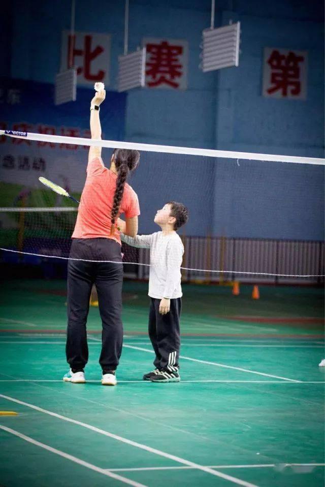 各年龄段打羽毛球的好处在此,您还有什么理由拒绝羽毛球呢?  第3张