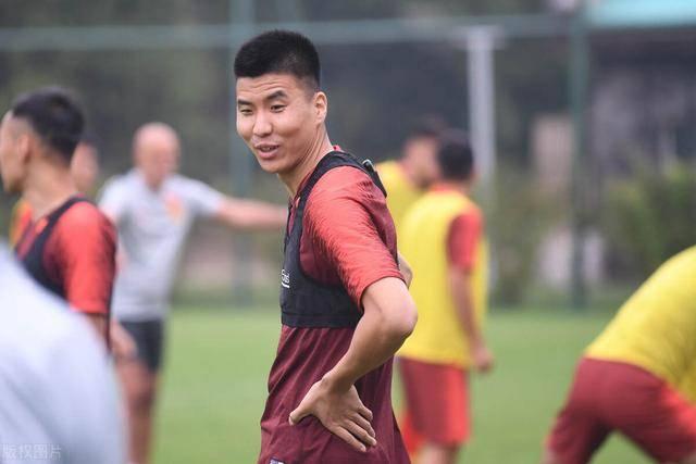 李铁公布新国足名单,王刚入选引发热议,曾被球迷质疑不堪重用