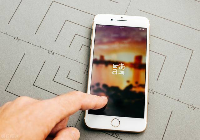 传闻称苹果正在研发可折叠iPhone,在2021年的iPhone上增加屏下Touch ID
