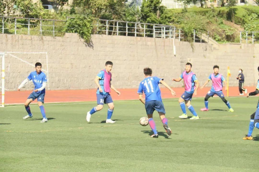 足球比赛通讯稿_故事大王比赛通讯_足球寡妇 通讯软件