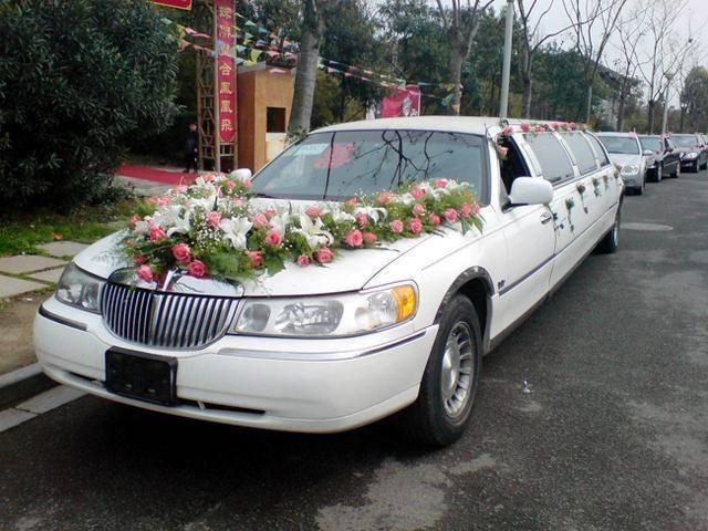 加长林肯婚车多少钱(租车加长林肯一天价格)