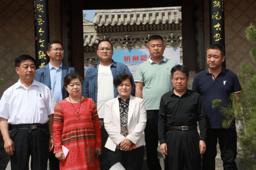 公益在线忻州爱心工作站携忻州希望之家烙画协会举办爱心义卖活动