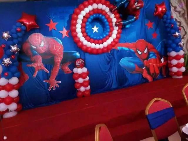 氣球版超級英雄聯盟亮相商場