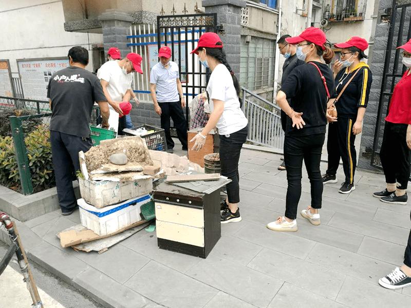 茂华中学志愿服务队深入包联小区开展创文活动