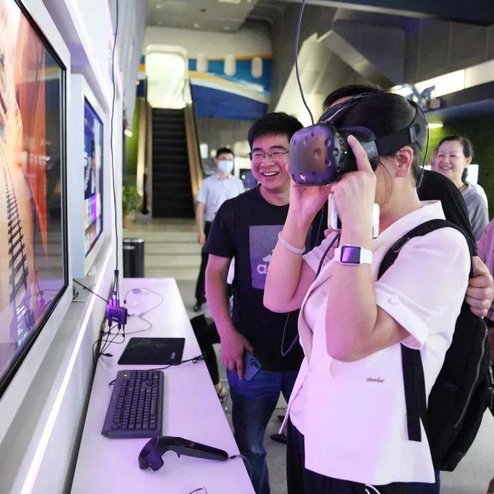 「瞄准科技前沿,聚焦智慧医疗」德驭医疗集团与南京电信开展党建联谊