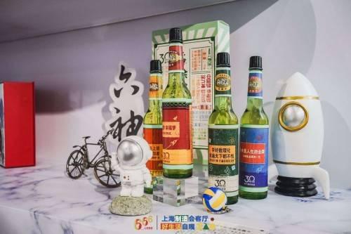 """六神登陆上海""""五五购物节""""三十周年限量版花露水引关注"""