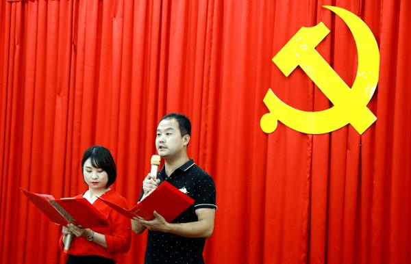 西宁市胜利路街道东交通巷社区党委联合辖区党组织举行庆七一活动