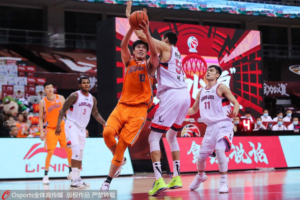 董瀚麟19+12全队五人得分上双 上海险胜广州取连胜