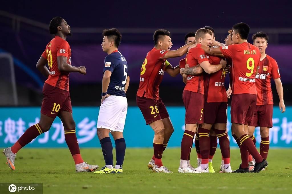 中超-高拉特杂耍世界波VAR帽子戏法 华夏2-2重庆3场不胜