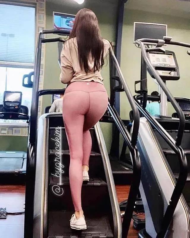 Bygrace kim大腿粗到爆130斤却吸粉40W 刷新你对好身材的定义