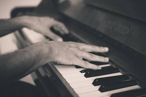 初学者如何学钢琴(钢琴1234567指法图)