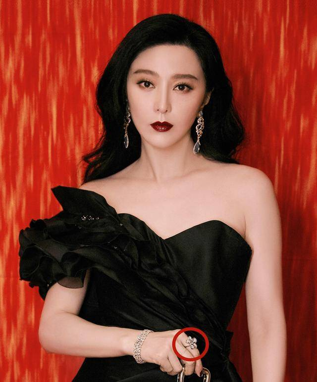 华鼎奖现场太冷清 范冰冰穿黑色长裙烈焰红唇 成为最大焦点 时尚家庭 第12张