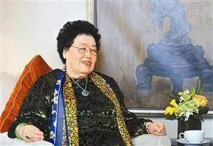 中国最会戴围巾的10个女人:董明珠气质、何超琼抢眼...冬天学着戴,准气质!