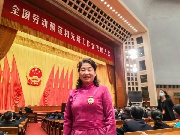 内蒙古自治区人民医院云春梅同志荣获2020年全国先进工作者称号