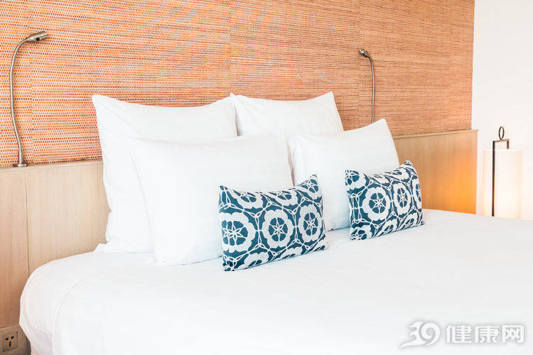 枕头高度多少最合适(怎样判断枕头高度适合自己)插图