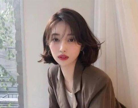 wob头普通人剪的效果(今年女生流行什么发型 )插图(1)