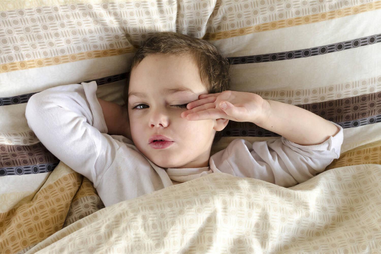 宝宝冬天总是赖床怎么办?抓准他的心理诉求,不怕不乖乖配合