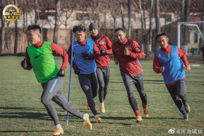 河南建业冬训无惧寒风影响 明天球队将一日两练