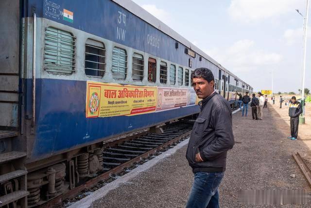 印度火车又脏又乱又破又旧,却从未见有人在火车上抽烟,为什么?