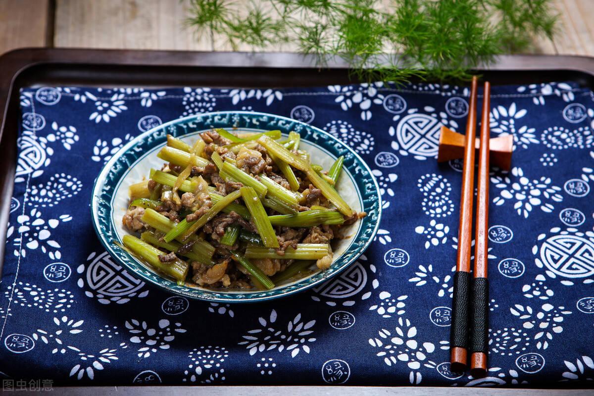 家常菜,牛肉炒芹菜的简单做法,干货满满教程详细操作快捷