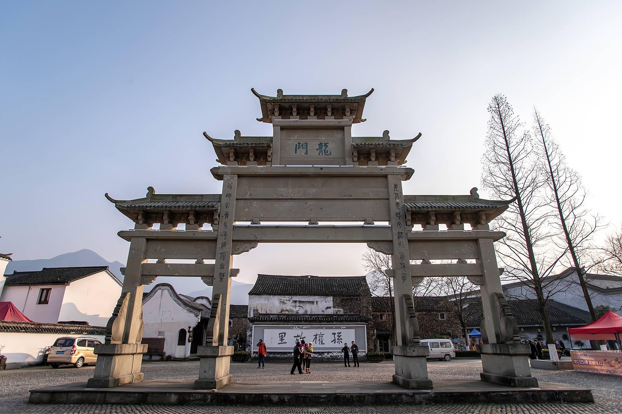 杭州值得一去的古镇,相距约1小时车程,据传是东吴大帝孙权故里