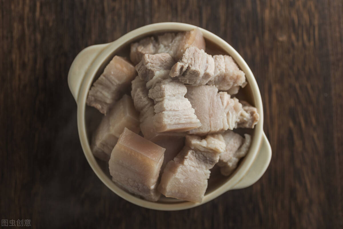 你知道招牌红烧肉,如何做的更有味吗,老厨师教的秘诀很好用