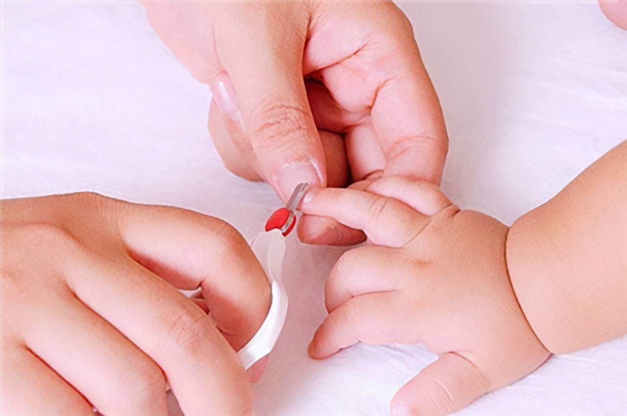 你真的会给宝宝剪指甲吗?大多数父母都会犯这个错误,别忽视